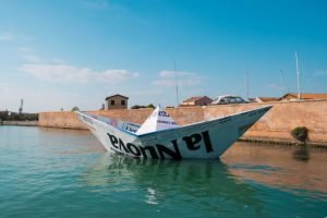 """""""Barca di carta"""" nell'isola della Certosa"""