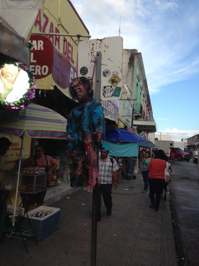 Burattino inquietante al mercato di Mérida