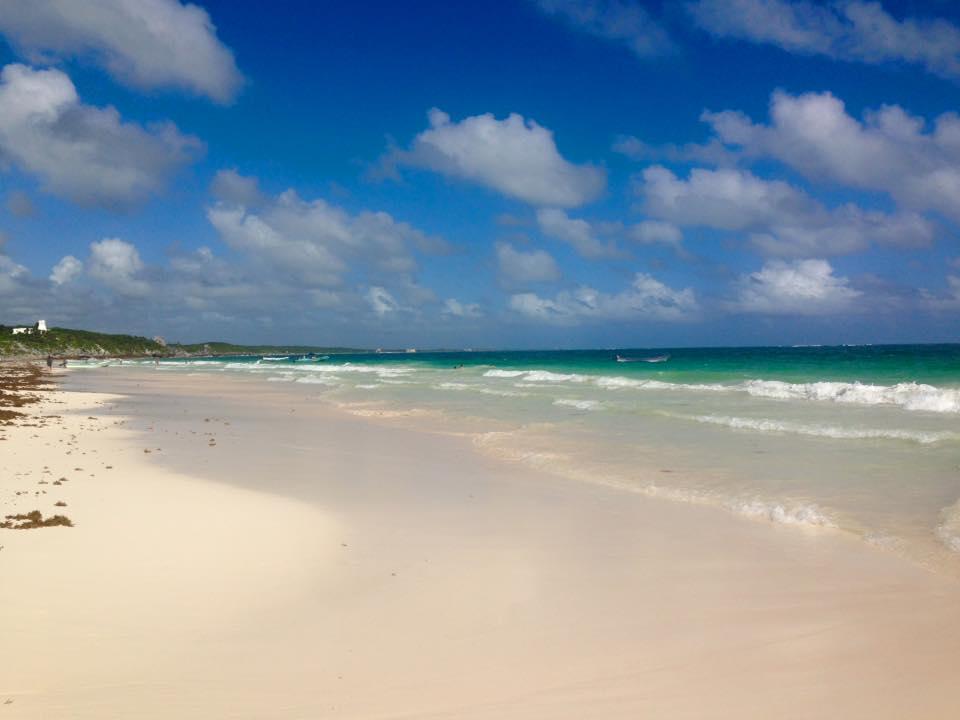 spiaggia dalla sabbia bianca